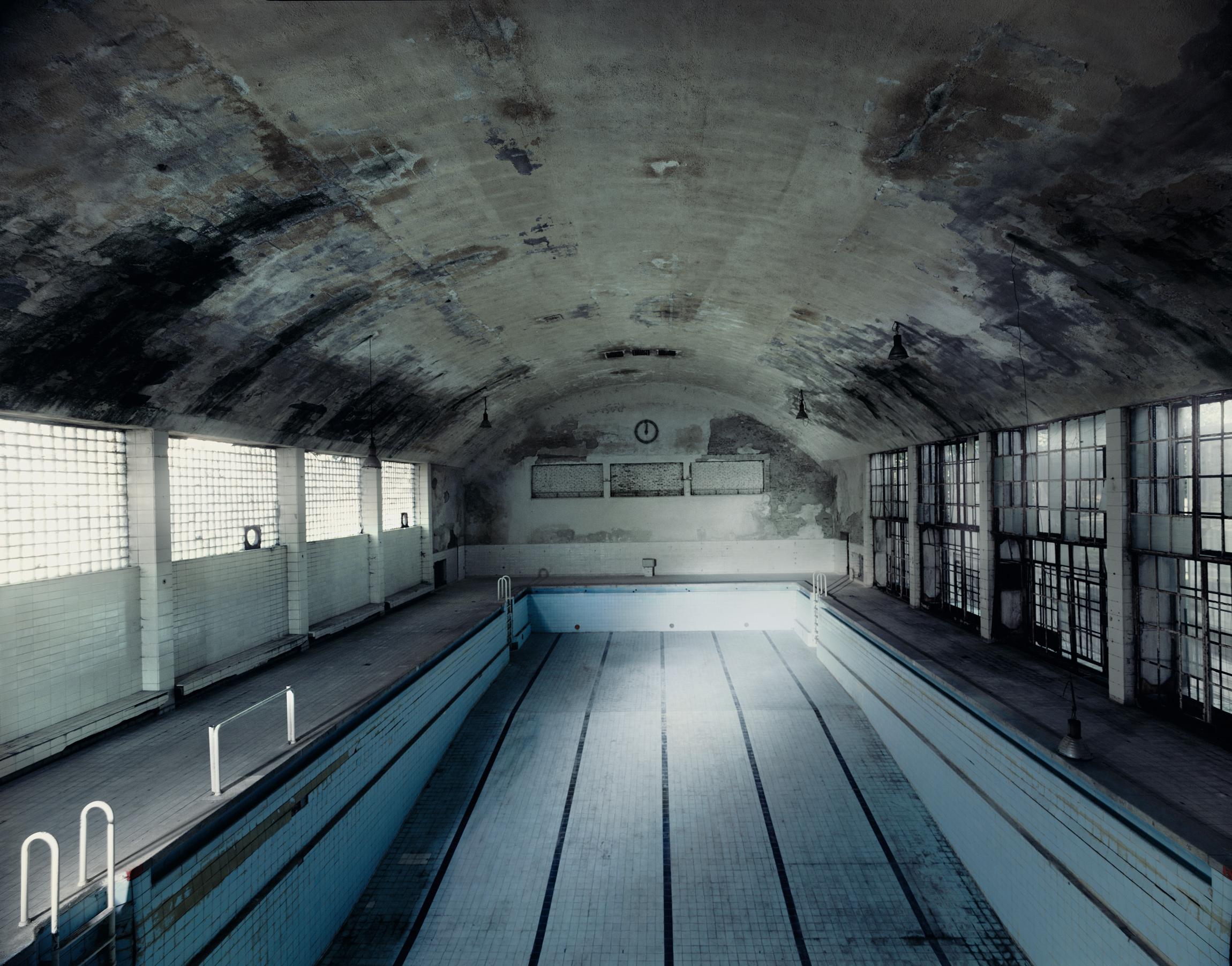© Andreas Mühe, Schwimmhalle olym.Dorf, 2009