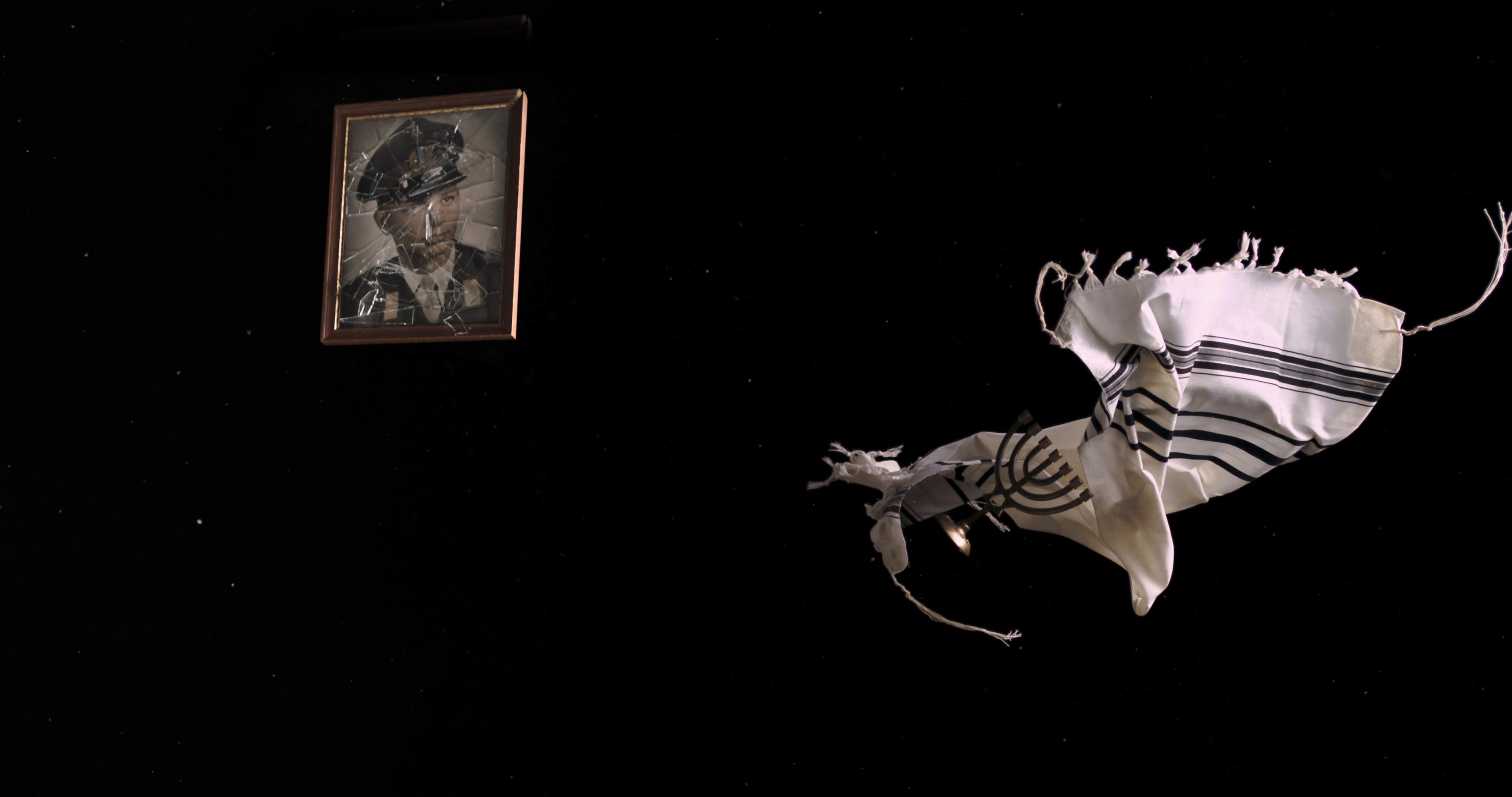 Yael Bartana Tashlikh (Cast Off), 2017 Video, 11:14 min Courtesy die Künstlerin, Capitain Petzel, Berlin, Annet Gelink Gallery, Amsterdam, Sommer Contemporary Art, Tel Aviv und Galleria Raffaella Cortese, Milano
