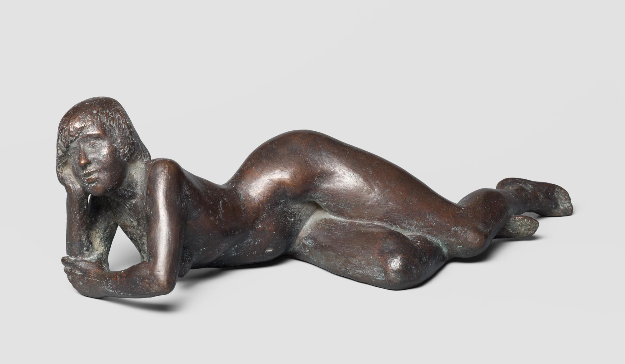Fritz Cremer Liegender Akt (Christa) 1956 Bronze 18 x 60 cm Nachlass Fritz Cremer, Berlin © VG Bild-Kunst, Bonn 2018 Foto: Galerie Schwind Leipzig