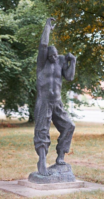 Fritz Cremer Der Aufsteigende 1966/67 Bronze 296 x 80 x 65 cm Kunsthalle Rostock © VG Bild-Kunst, Bonn 2018 Foto: Kunsthalle Rostock