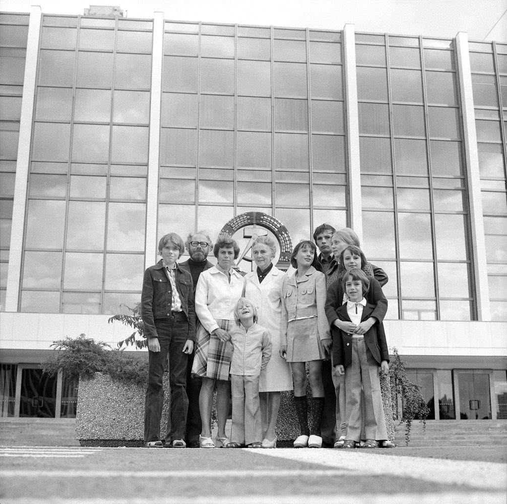 GEORG ECKELT AUS DER SERIE TAG DER FAMILIE, 1976 FOTOGRAFIE, 40 x 30 CM PRIVATBESITZ