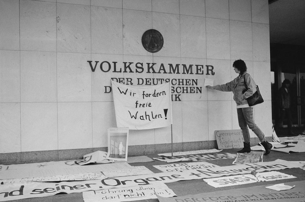 JÖRN REIßIG AUS DER SERIE 4.11.1989, 1989 FOTOGRAFIEN, JE 21 x 30 CM © BROTFABRIK BERLIN