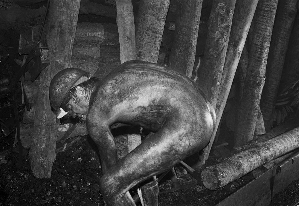 Werner Mahler Hauer unter Tage Aus der Serie »Steinkohlenwerk Martin Hoop«, Zwickau, Sachsen, 1975, DDR © Werner Mahler