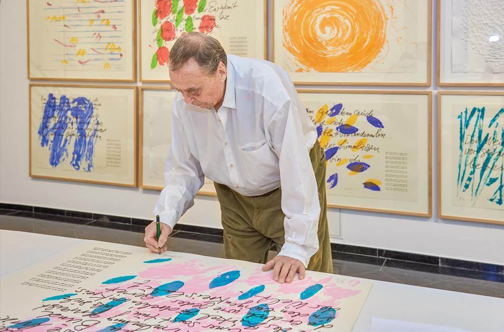 Günther Uecker beim Signieren Foto: Ivo Faber